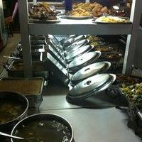 Photo taken at Flamboyan - Warung Makan Prasmanan by Whini Ika V. on 7/31/2012