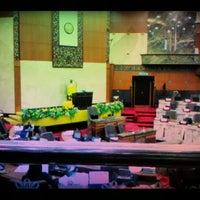 Photo taken at Dewan Undangan Negeri Selangor by versuslawan m. on 3/26/2012