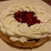 Photo taken at Shari's Restaurant by Lisi C. on 8/15/2012