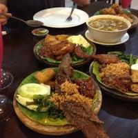 Photo taken at Ayam Penyet Ria Sunway by Phoebe C. on 3/30/2012