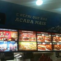 Photo taken at Praça de Alimentação by Rodolfo B. on 5/5/2012