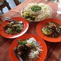 Photo taken at ม่านเมือง อาหารเหนือ by Sireerat P. on 4/1/2012