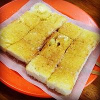 Photo taken at Joo Leong Cafe (裕隆茶室) by Matthew L. on 5/5/2012