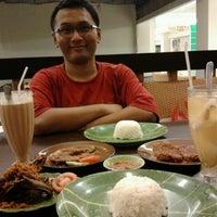Photo taken at Ayam dan Ikan Goreng Cianjur by Allein Oktaviani M. on 8/20/2012