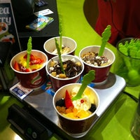 Photo taken at Menchie's Frozen Yogurt by Evan S. on 2/25/2012