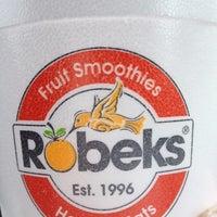 Photo taken at Robeks Fresh Juices & Smoothies by Glenn B. on 5/8/2012