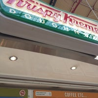 Photo taken at Krispy Kreme by BANNERWORX B. on 8/4/2012