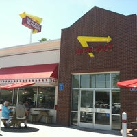 Photo taken at In-N-Out Burger by Jackie M. on 5/11/2012