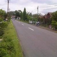 Photo taken at Jalan Raya Tompaso by Frangki M. on 4/30/2012