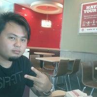Photo taken at Burger King by Zidane Akmal A. on 3/24/2012