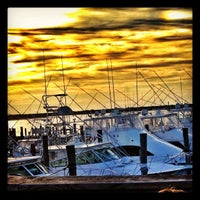 Photo taken at Oakland's Restaurant & Marina by Fischetti, J. on 7/10/2012