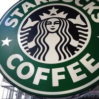 Das Foto wurde bei Starbucks von Polina L. am 4/1/2012 aufgenommen