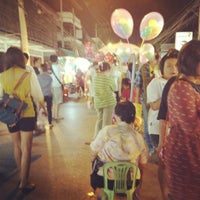 Photo taken at Wualai Saturday Nightmarket by vvaranya P. on 4/21/2012