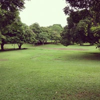 Photo taken at Parque Recreativo y Cultural Omar by Allan R. on 6/13/2012