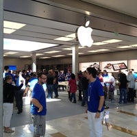 Photo taken at Apple Bellevue Square by Darren W. on 9/1/2012