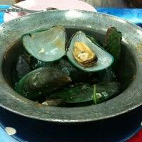 Photo taken at ทะเลริมทาง Seafood by Keak P. on 6/20/2012