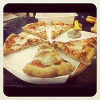 Photo taken at La Perla Pizzeria by Riccardo D. on 8/24/2012