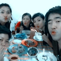 Photo taken at นู๋หน่อย ลาบยโสธร by Zuri P. on 3/28/2012