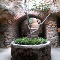 Photo taken at Underground Gardens - Baldasare Forestiere by Edgar M. on 8/5/2012