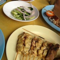 Photo taken at ข้าวหมูแดง สีมรกต by Janyarak T. on 8/25/2012
