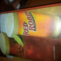 Photo taken at Red Robin Gourmet Burgers by Kim L. on 8/8/2012