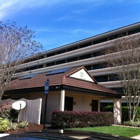 Photo taken at Rosen Inn at Pointe Orlando by Richard M. on 3/4/2012