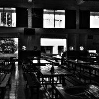 Photo taken at โรงอาหาร อาคารองค์การนักศึกษา (อมช.) by phuwa' k. on 7/12/2012