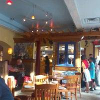 Photo taken at Astoria Shish Kebob House by Saori on 8/26/2012