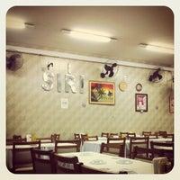 Photo taken at Restaurante Siri - Tijuca by Maurício B. on 4/14/2012