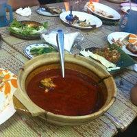 Photo taken at Restoran Causeway Nasi Padang Ina by Misbun R. on 5/1/2012