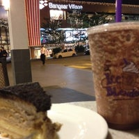 Photo taken at The Coffee Bean & Tea Leaf by Miky 心. on 8/25/2012