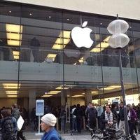 Das Foto wurde bei Apple Rosenstraße von Stef J. am 2/25/2012 aufgenommen