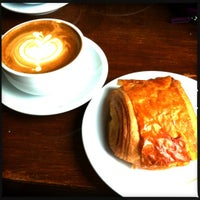 Photo taken at Caffé Medici by Leslie D. on 7/14/2012