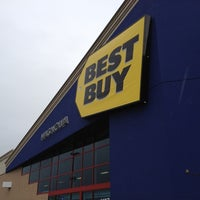 Photo taken at Best Buy by Hiroshi M. on 3/13/2012