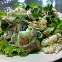 Photo taken at ร้านอาหาร พวงเพชร by mona w. on 6/15/2012