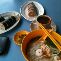 Photo taken at Restoran Double Seven (孖漆茶餐室) by Edvvin S. on 6/16/2012