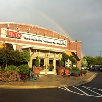 Photo taken at Uno Pizzeria & Grill - Frederick by Rayann S. on 6/7/2012