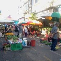 Photo taken at Sunday Market (Pasar Minggu Satok) by Annie M. on 9/1/2012
