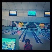 Photo taken at Via Bowling by 📷Erneston_Gf 📷 on 4/7/2012