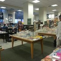 Photo taken at Barnes & Noble by Runnett on 8/19/2012