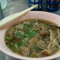 Photo taken at อาเหลียง ก๋วยเตี๋ยวเนื้อ by za-mui S. on 3/3/2012