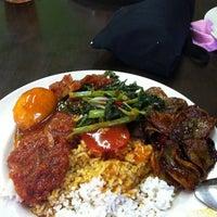 Photo taken at Restoran Anjung Ara by hitokiri_sien on 4/13/2012