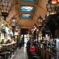 Photo taken at Café en Seine by Alfeu Tavares Júnior on 6/4/2012