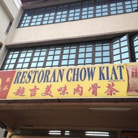 Photo taken at Restoran Chow Kiat by Cindy T. on 8/26/2012