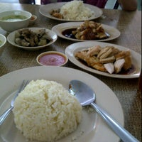 Photo taken at Restoran Nasi Ayam Malaysia by Nismah S. on 3/1/2012