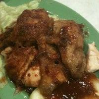 Photo taken at Restoran Pak Mal Nasi Ayam by Acaii J. on 6/24/2012