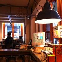 Photo taken at IKOVOX COFFEE by Jihee K. on 2/19/2012