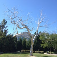 Photo taken at National Gallery of Art - Sculpture Garden by Gonzalo on 9/11/2012