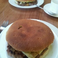 Photo taken at Paradise Sandwicheria by Victor V. on 6/3/2012