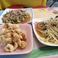 Photo taken at ส้มตำ ร้านส้มตำเจ๊ไหม by Mutti M. on 4/1/2012